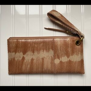 NWT Hobo Vida Top-Grain Leather Zip Wristlet